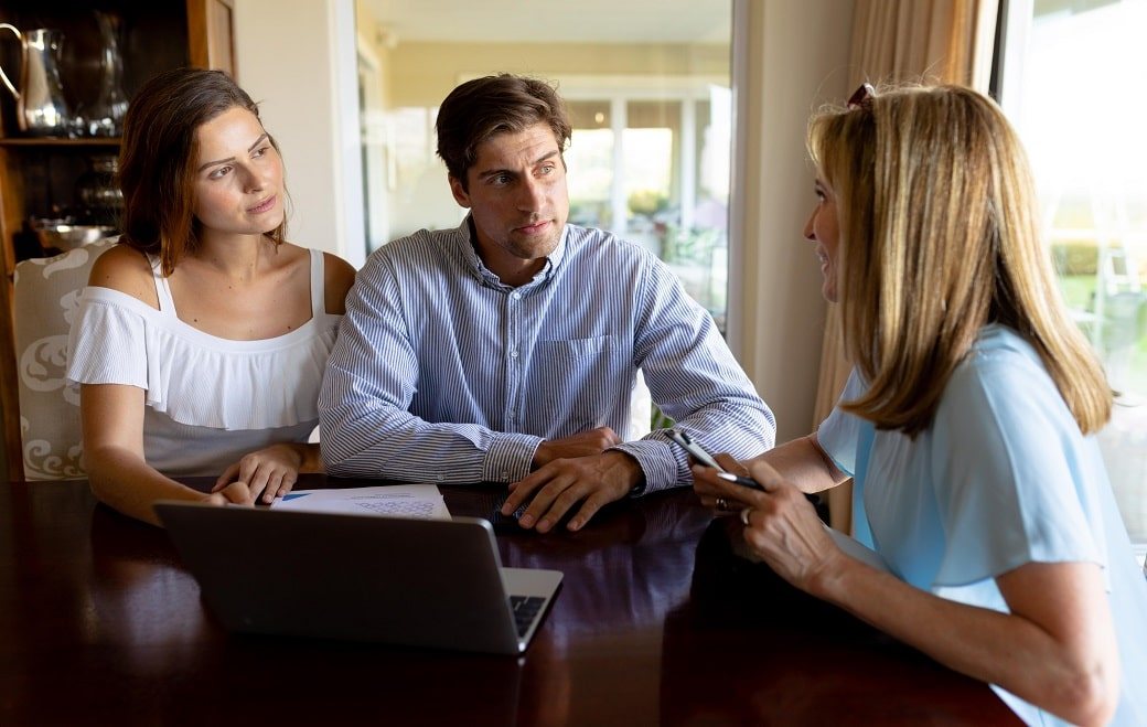 young-couple-discussing-policies-with-family-life-insurance-company