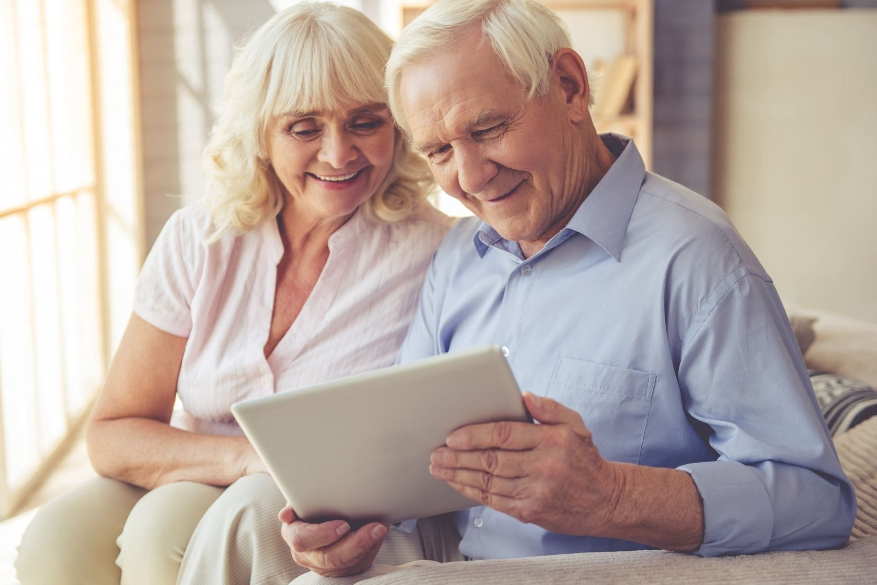 old-couple-browing-life-insurance-policy-for-parents-over-60-on-tab